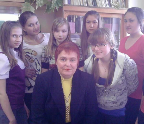 в центре - Наталья Лисина